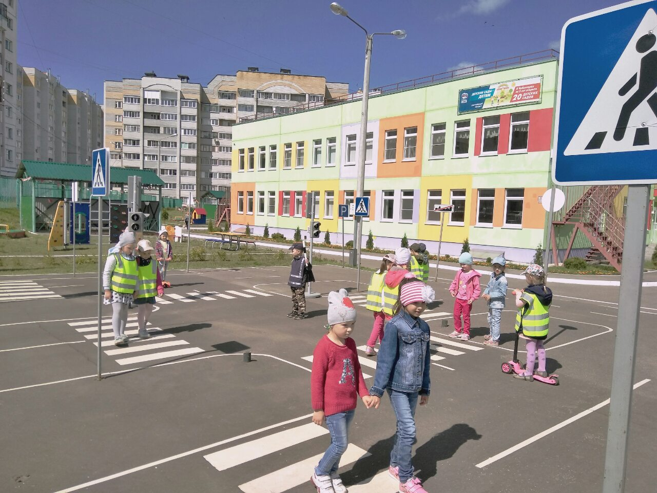 Экскурсия в «Автогородок» в детский сад № 206 «Антошка».