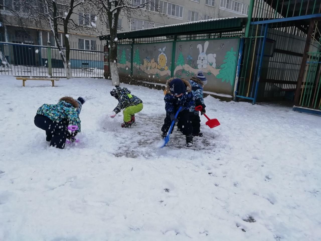 Снего-снего снегопад! Хватит дела для лопат!